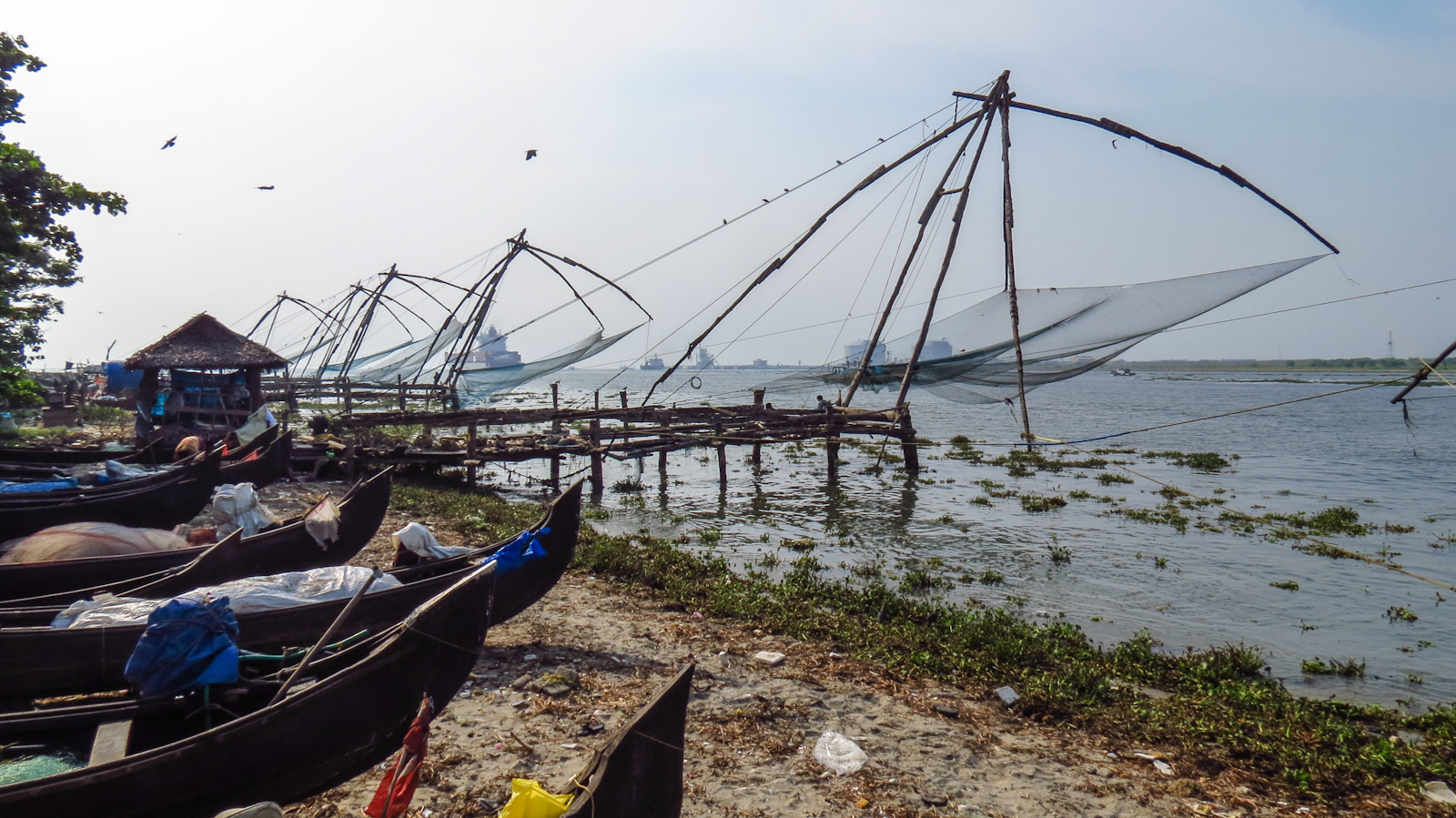 fort-kochi-chinese-fishng-nets-and-boats-in-kerala