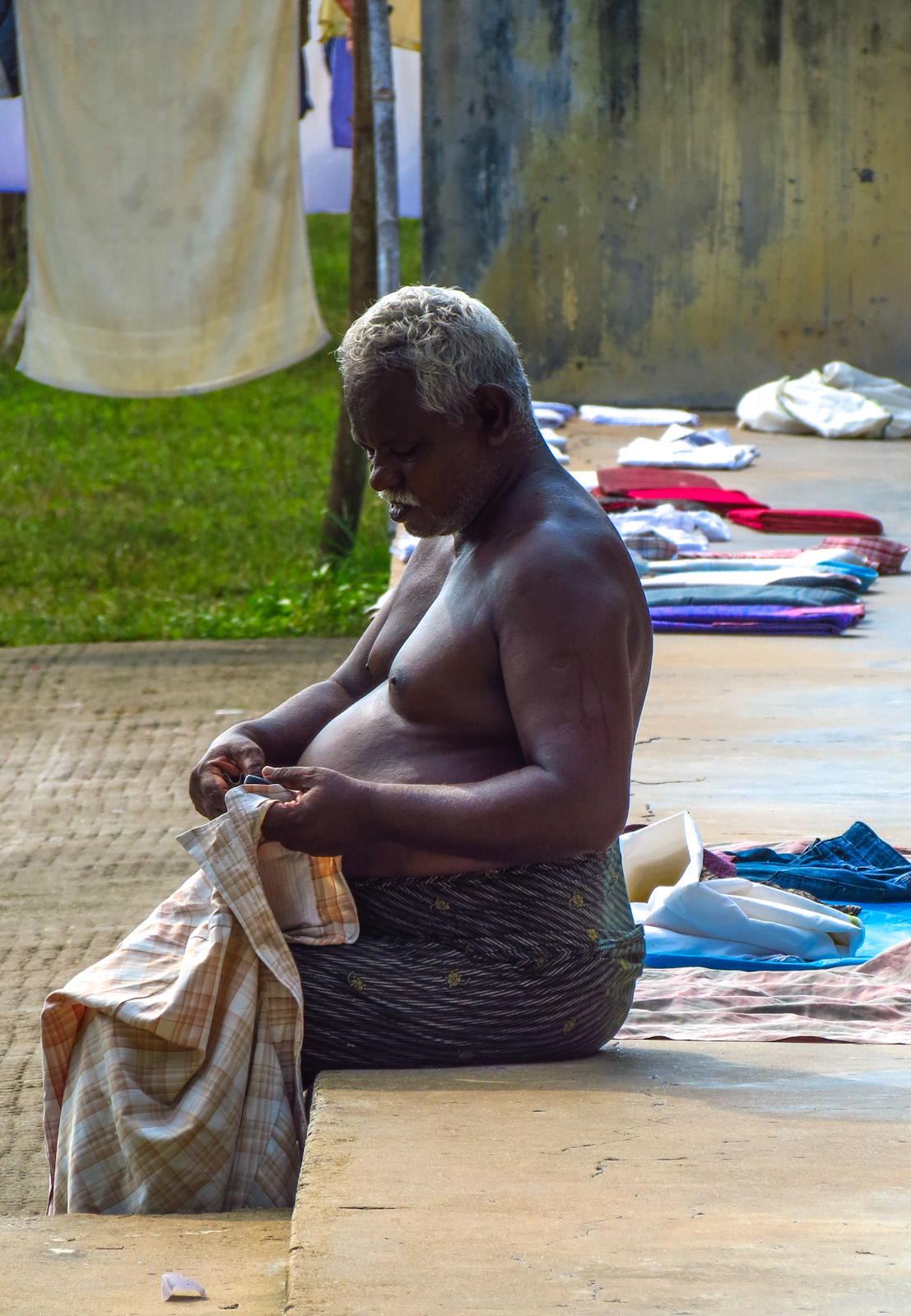 worker-at-fort-kochi-traditional-laundry