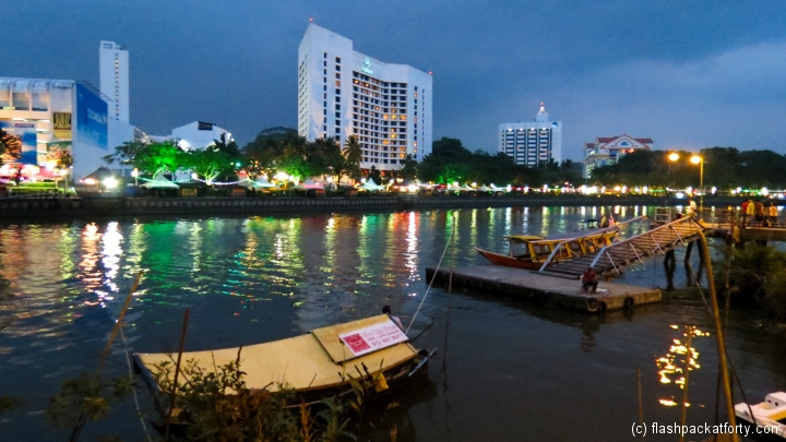 night-river-scene-kuching
