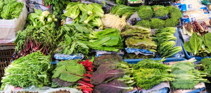 barbecue-lettuce-leaves-market-stall-seoul