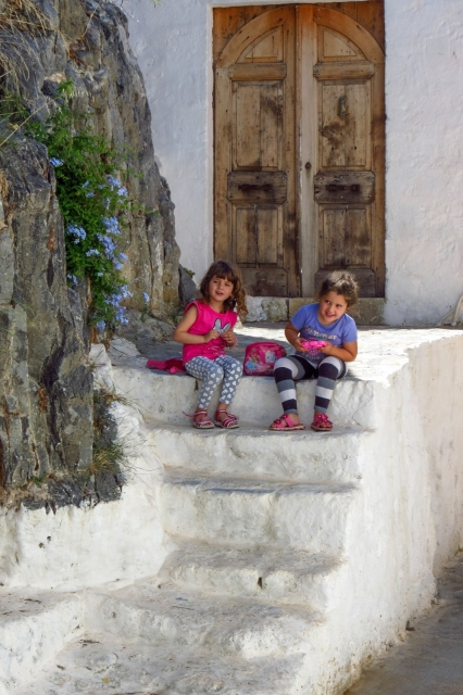 kids-on-steps-in-lindos