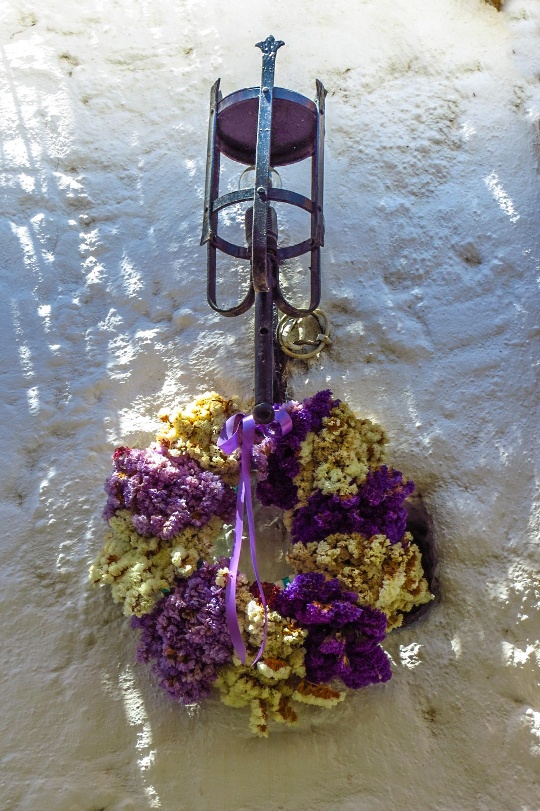 lindos-flowers-at-entrance