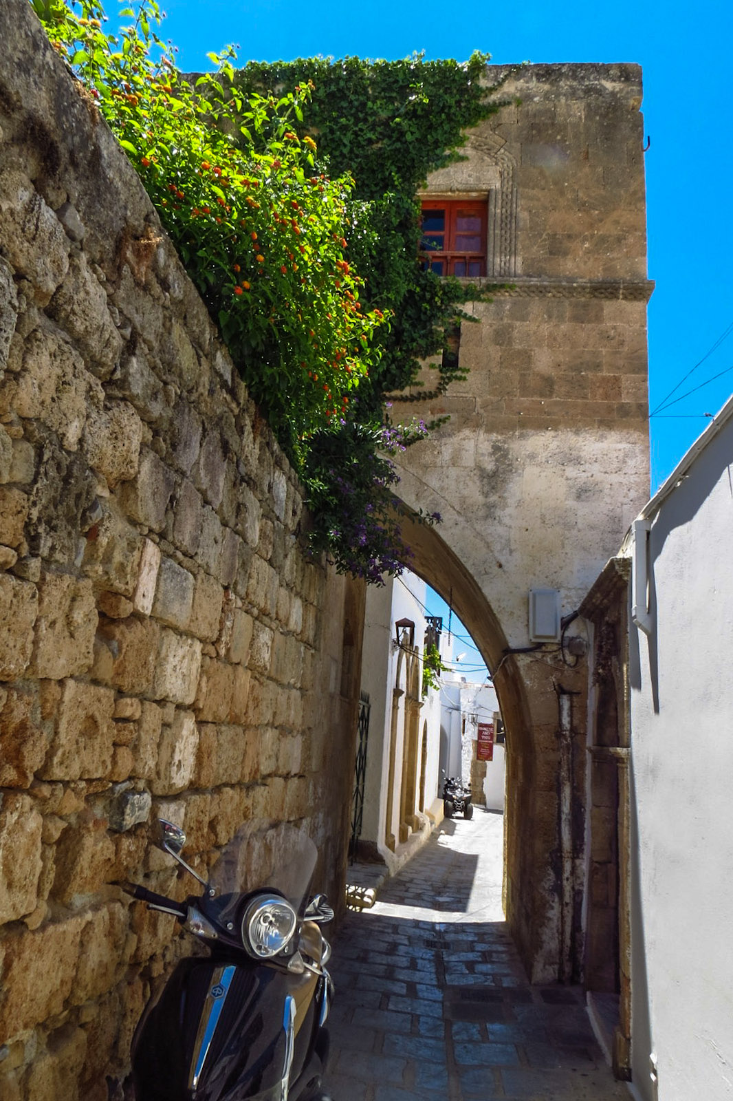 lindos-moped-and-arch
