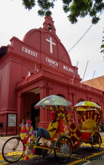 christ-church-malacca-and-trishaws