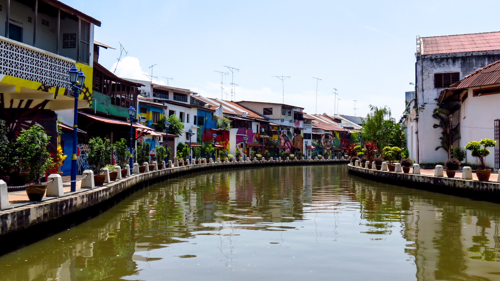 Malezija River-view-malacca-painted-houses