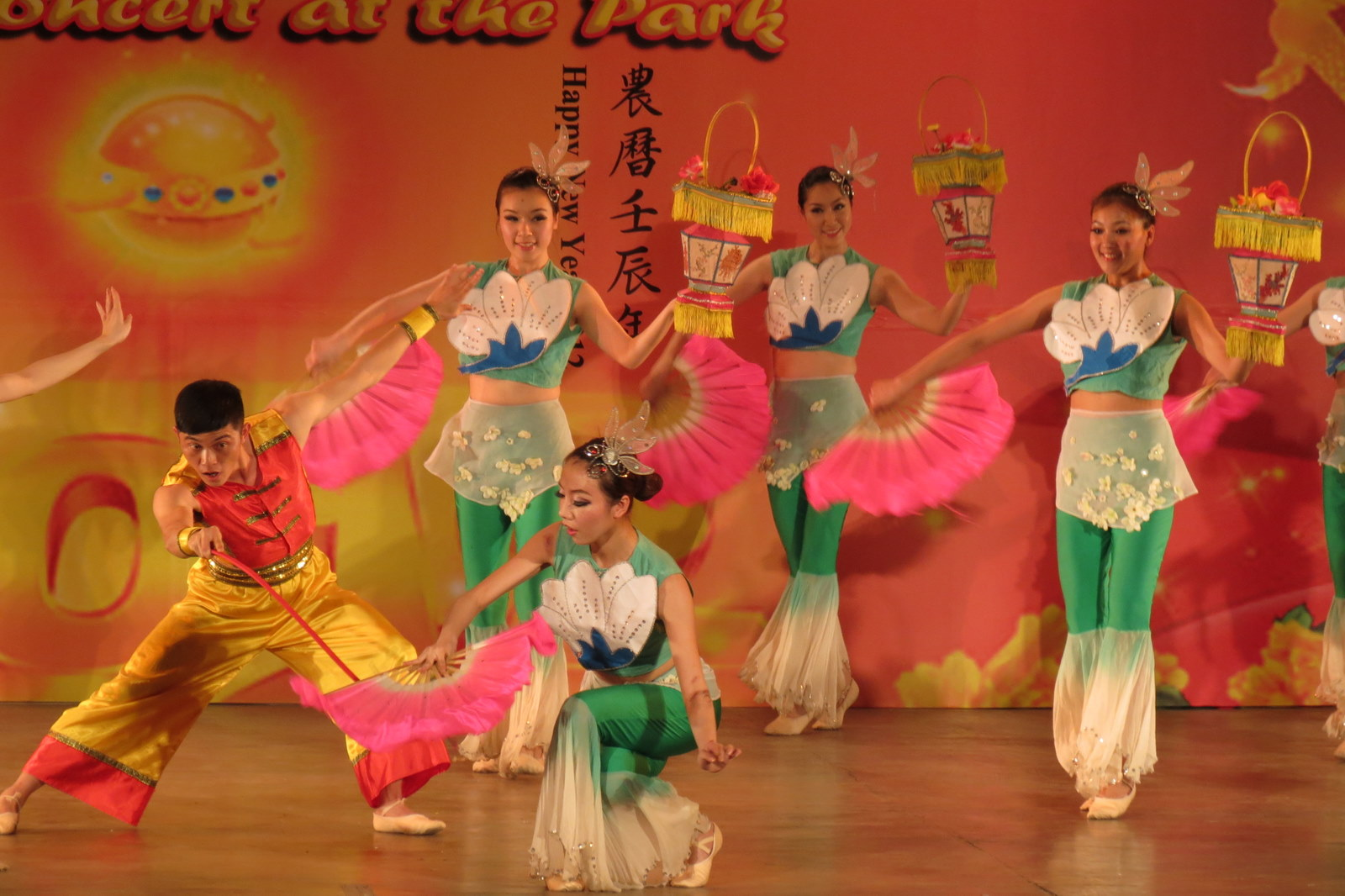 chinese-dancers-rizal-park