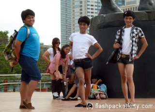 filippino-posers-at-tedoro-valencia-circle-manila
