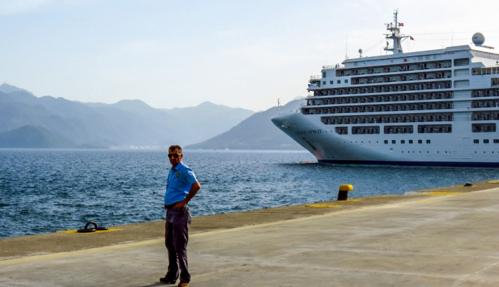 cruise-liner-leaves-marmaris-port