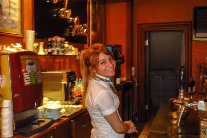 barwoman-at-grand-ideal-marmaris