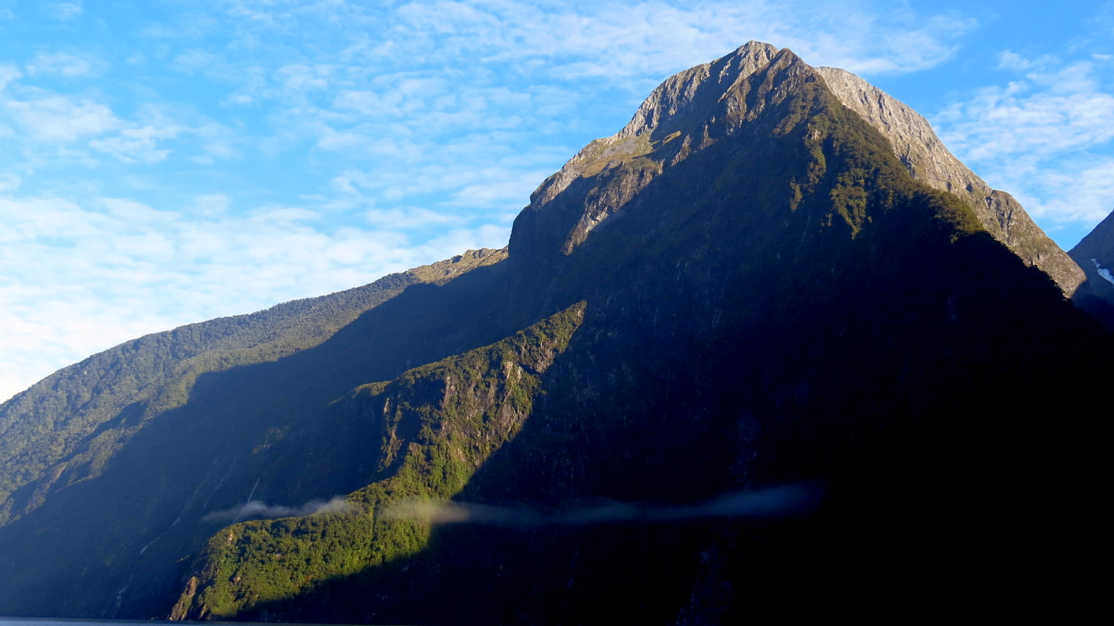 milford-sound-morning-cloud