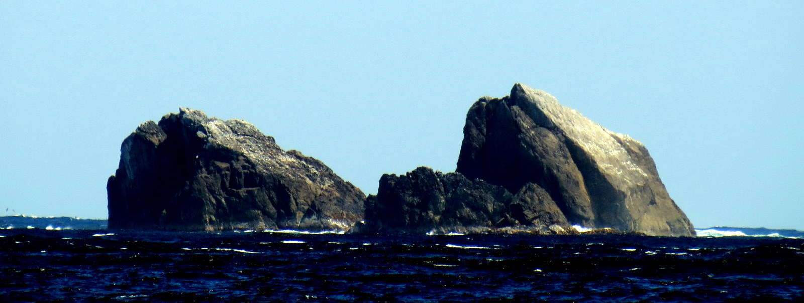 milford-tasmen-sea-rocks