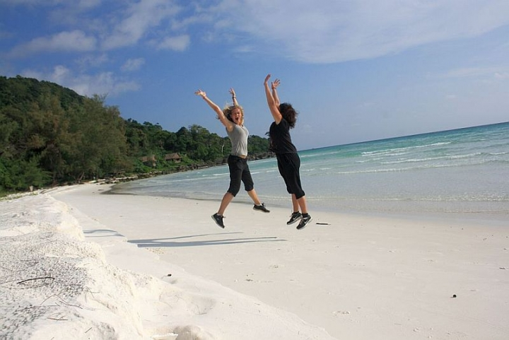 dani-and-jess-on-koh-rong-cambodia