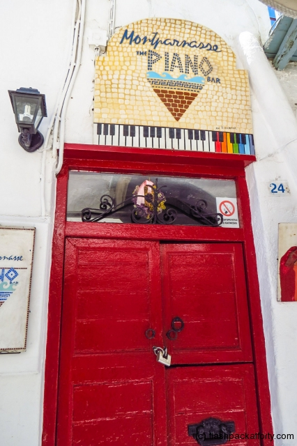 piano-bar-entrance-mykonos