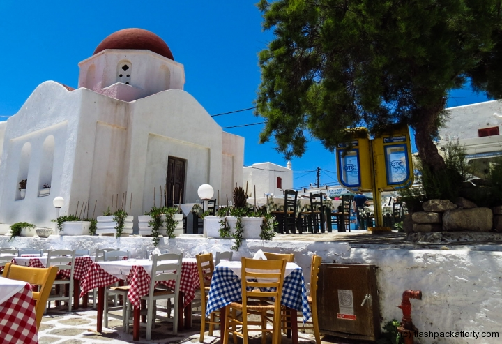 mykonos-church-and-restaurant
