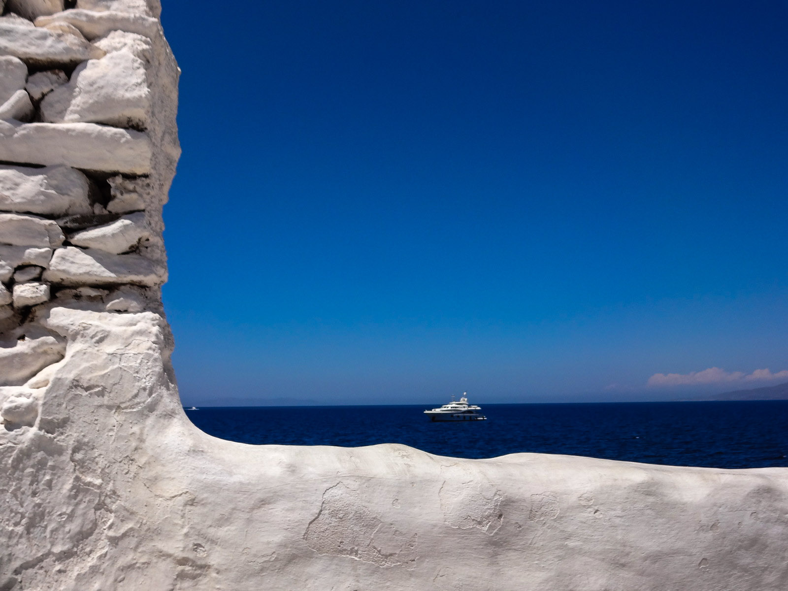 mykonos-wall-and-boat