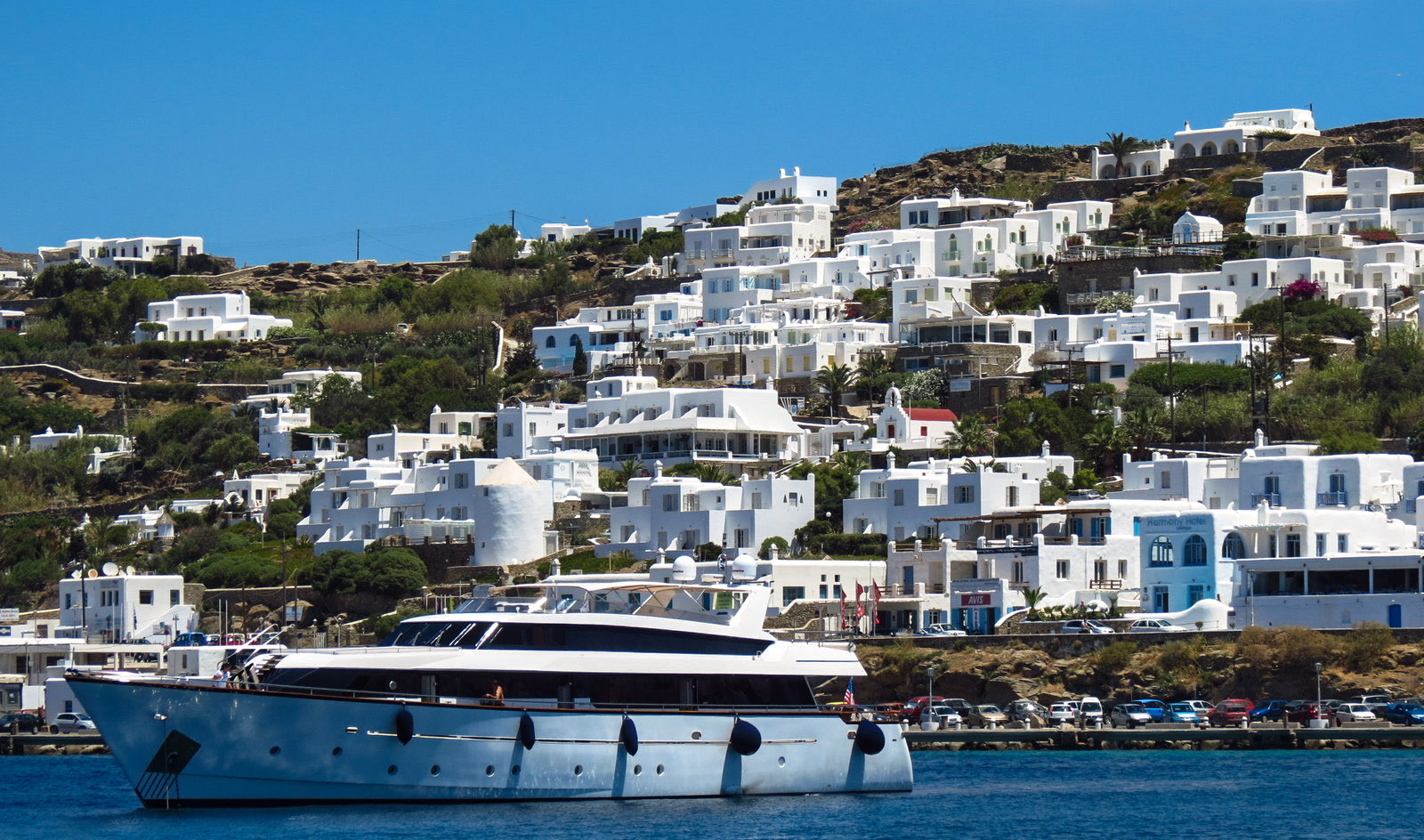 yacht-and-mykonos-houses