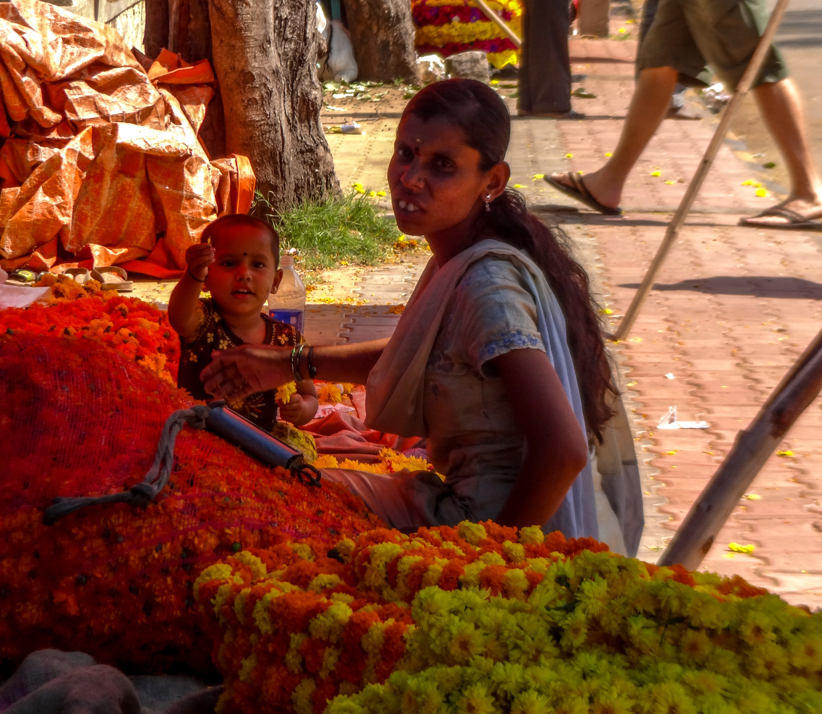 flower-seller-and-child-mysore