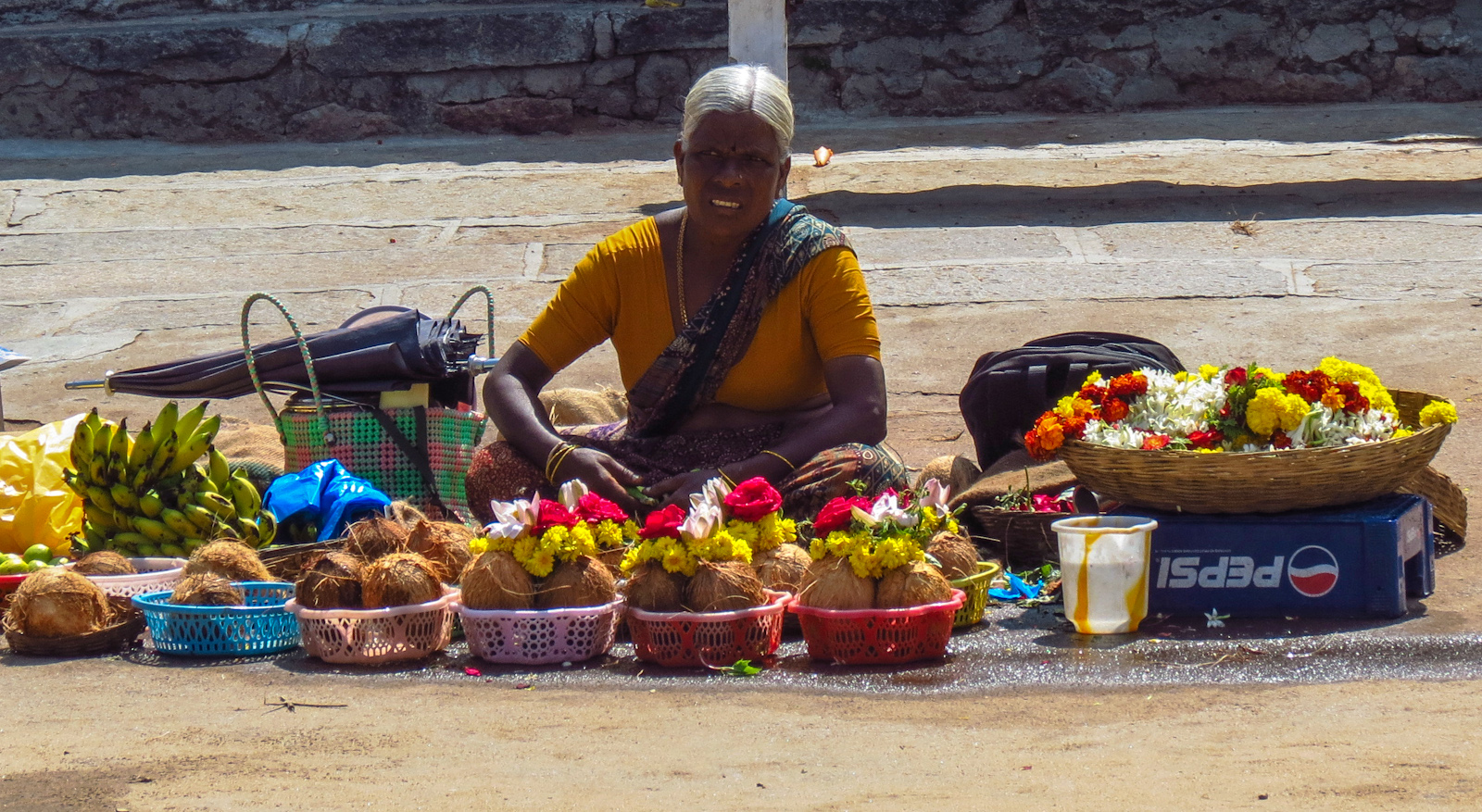 flower-seller-chamundeshwari-temple