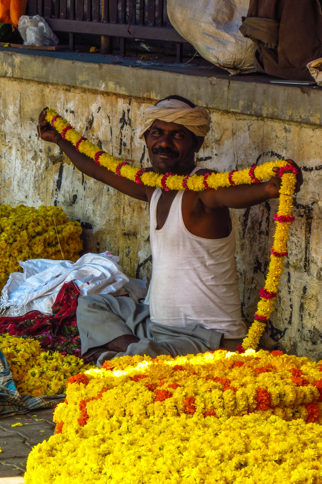 flower-seller-shows-off-mysore