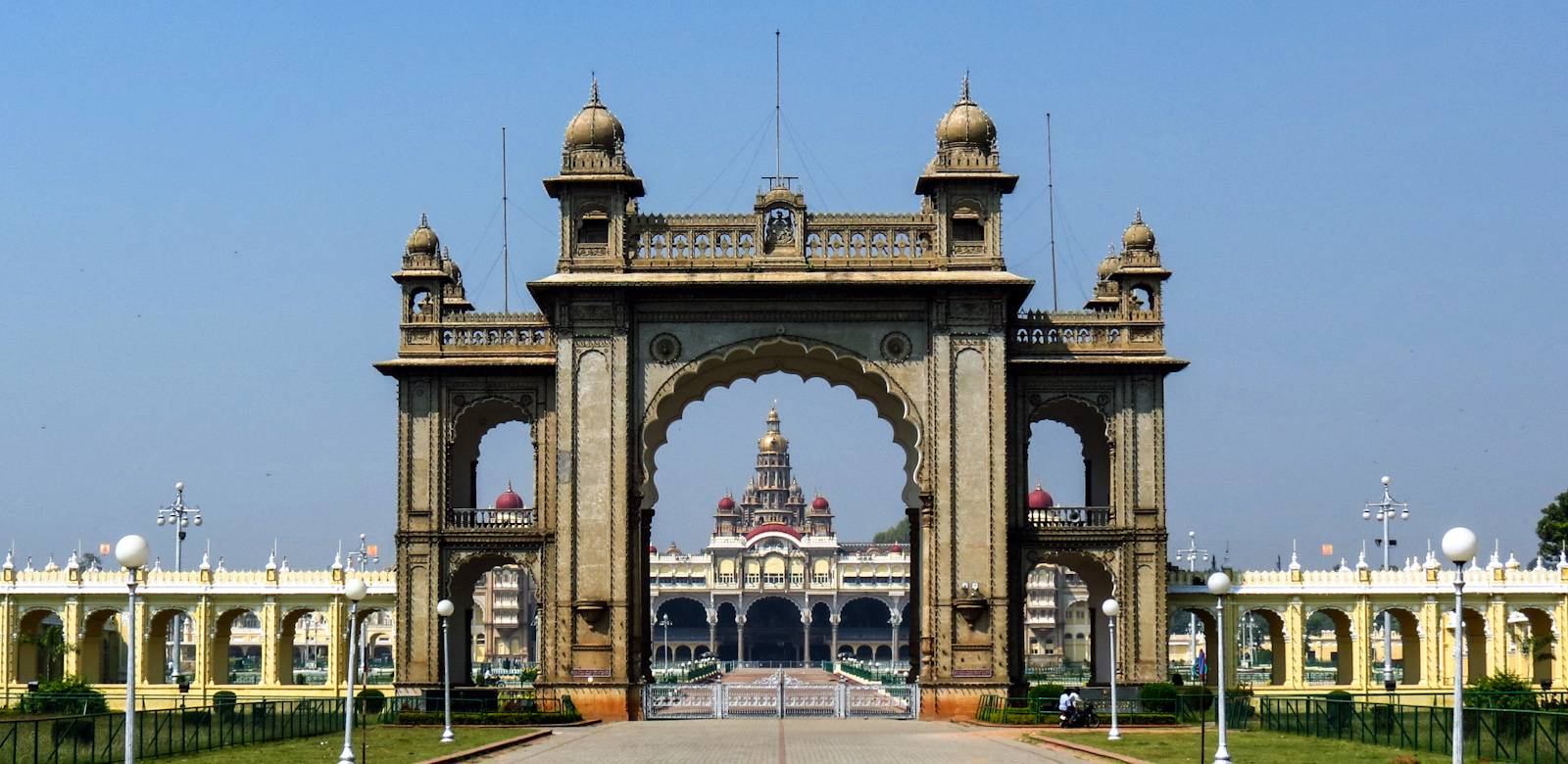 main-gate-with-mysore-palace-in-distance-india