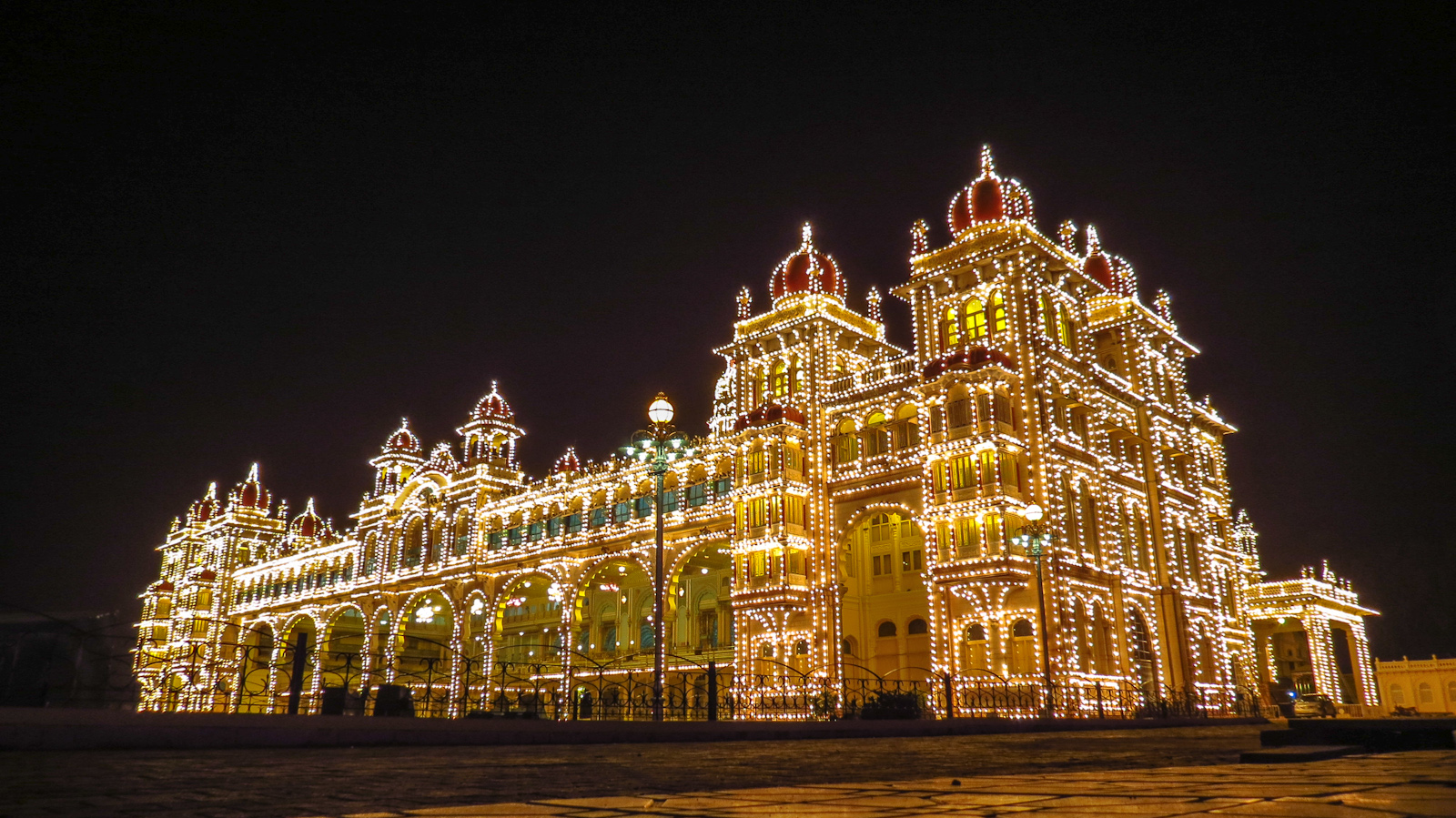 mysore-palace-india-lit-with-bulbs
