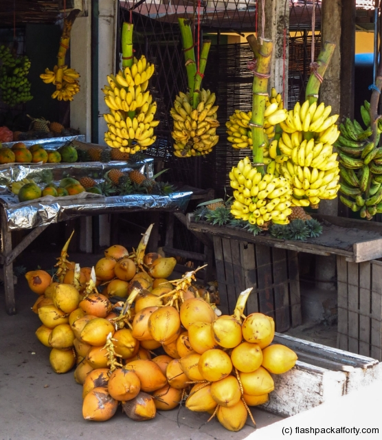 cocnuts-and-bananas-sri-lanka