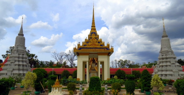 royal-palace-panorama-phnom-penh