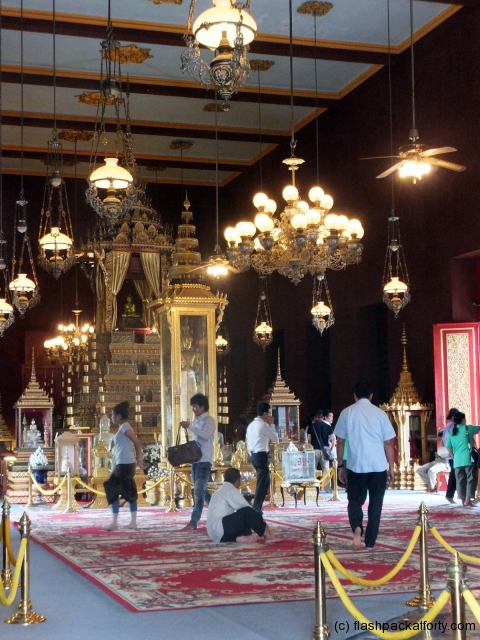 royal-palace-throne-room-phnom-penh