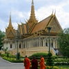 monks-royal-palace-phnom-penh