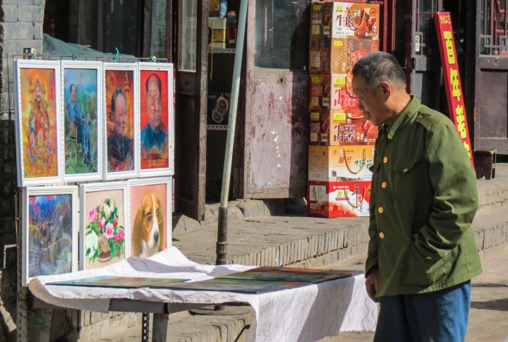pingyao-art-for-sale-with-admirer