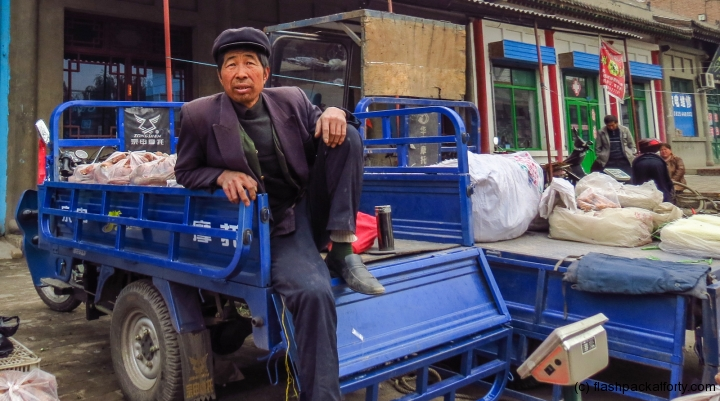 pingyao-market-trader-relaxing