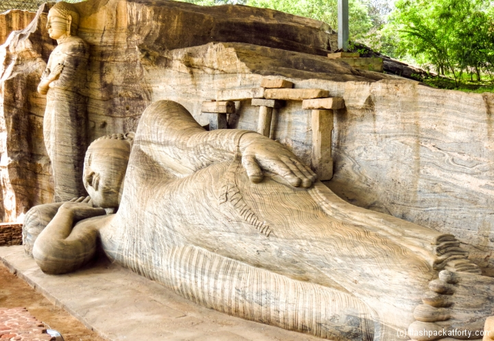 sleeping-and-standing-buddha-polonnaruwa