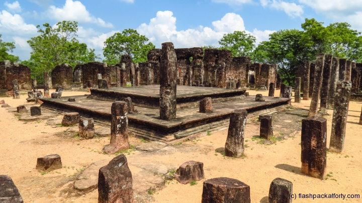 refrectory-polonnaruwa-temple-sites
