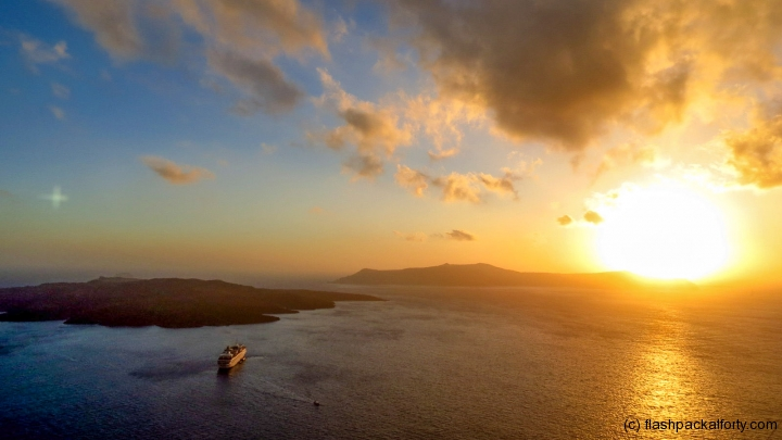 santorini-sunset-and-cruise-ship