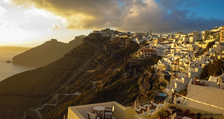 sunset-at-oia-houses
