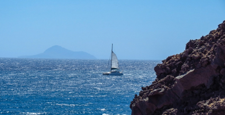 sailboat-at-santorini-bay