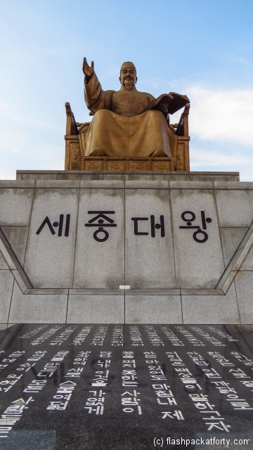 king-sejong-statue-with-hangul-scripts-seoul