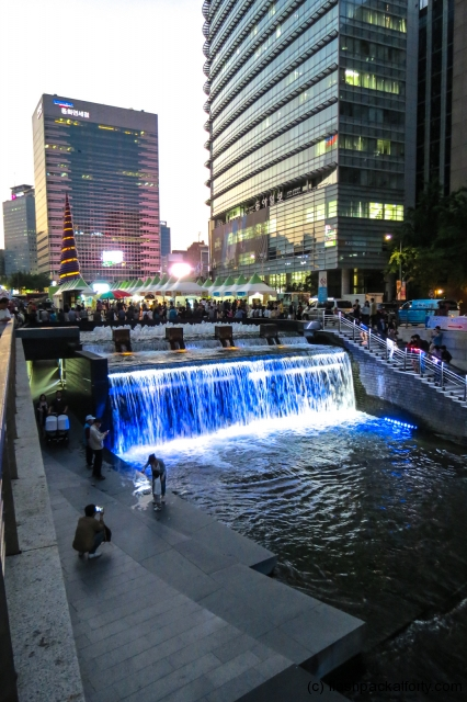 cheonggyecheon-stream-waterfall-at-dusk