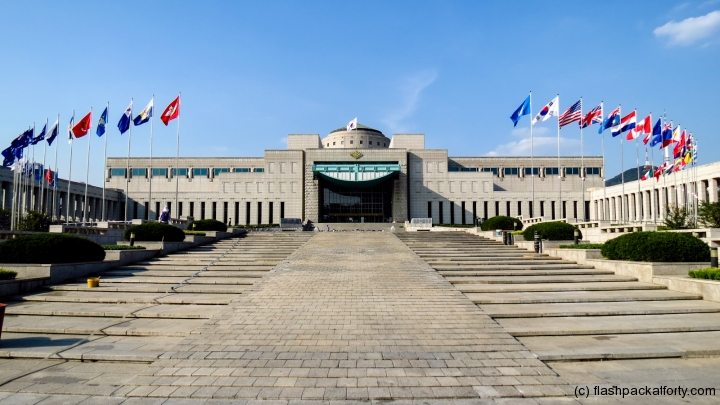 korean-war-museum-steps-and-buildings