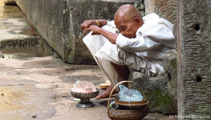 portrait-monk-in-angkor-temples