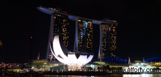 art-science-building-by-night-singapore