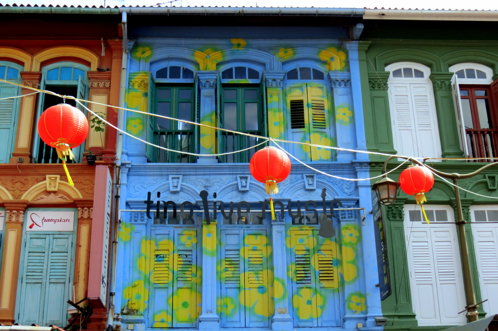 facade-temple-street-chinatown-singapore