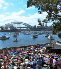 bridge-view-with-crowd-sydney-harbour-2011-nye