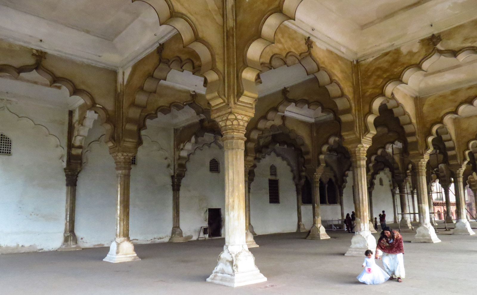agra-fort-arched-ceiling