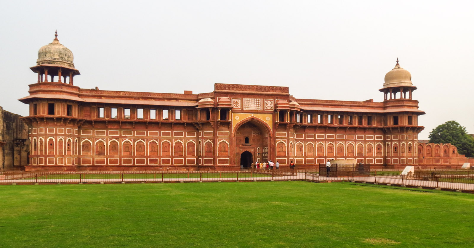 agra-fort-building