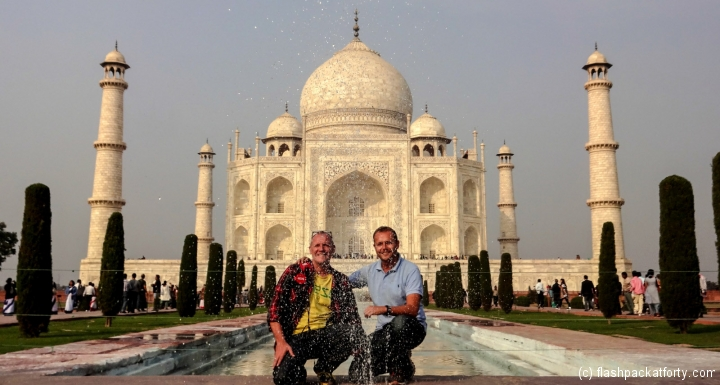 taj-mahal-and-flashpackers