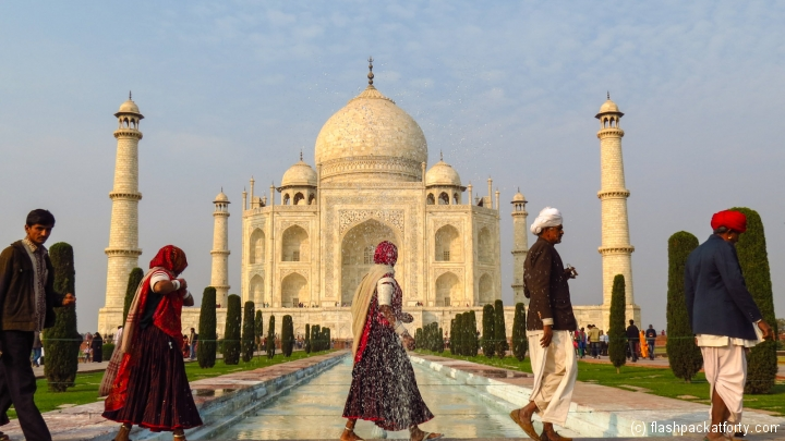 taj-mahal-with-indians-walking