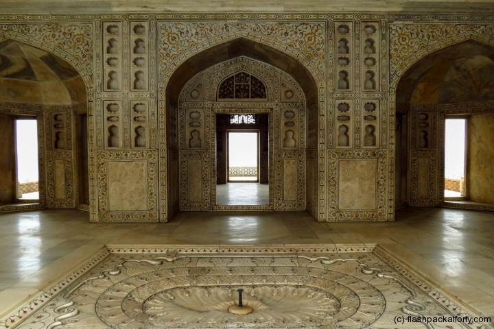 marble-toom-detail-agra-fort-india