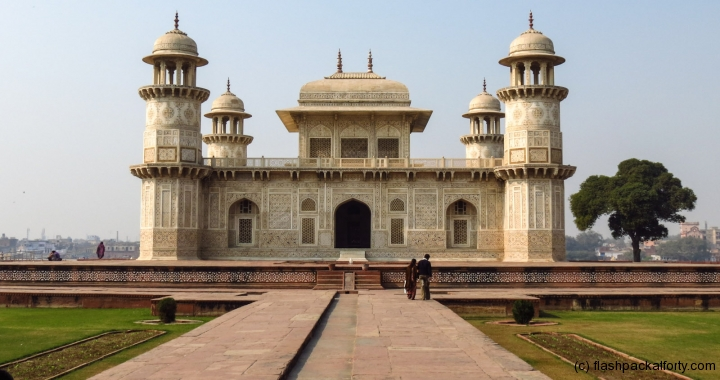 tomb-of-itimad-ud-daulah-marble-building