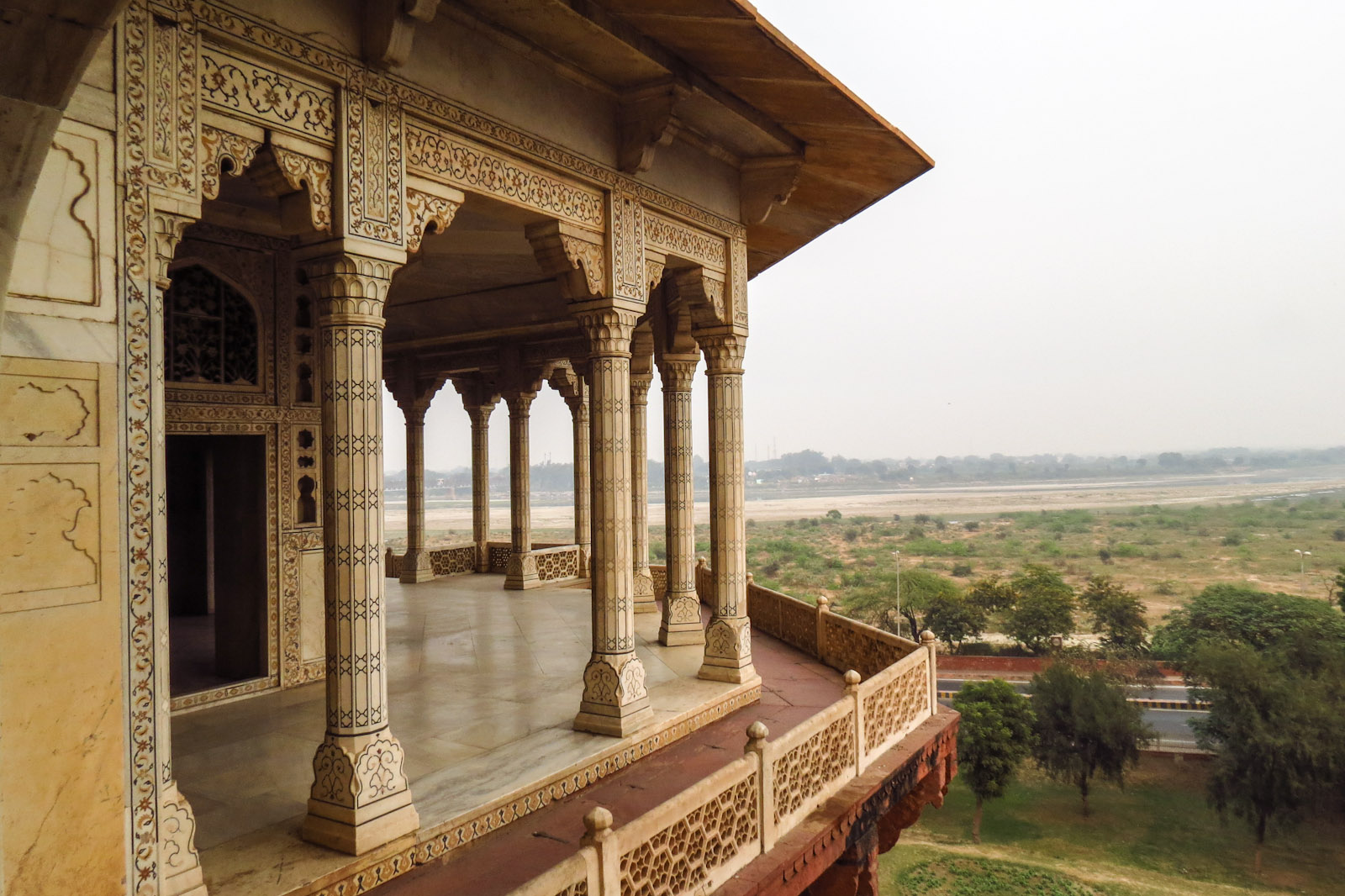 marble-pillars-agra-fort